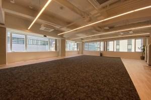 新橋。内装家具付のデザインワークオフィス。<p> [港区/262万/246㎡]
