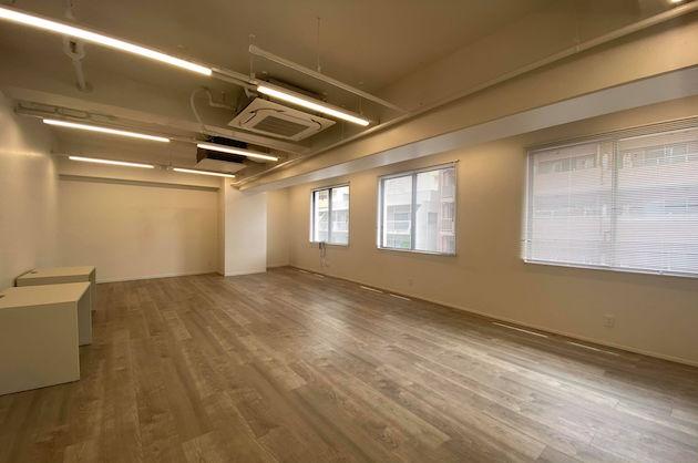 新宿三丁目。多様性のあるワークスペースで働く。<p>[新宿区/57万/59㎡]