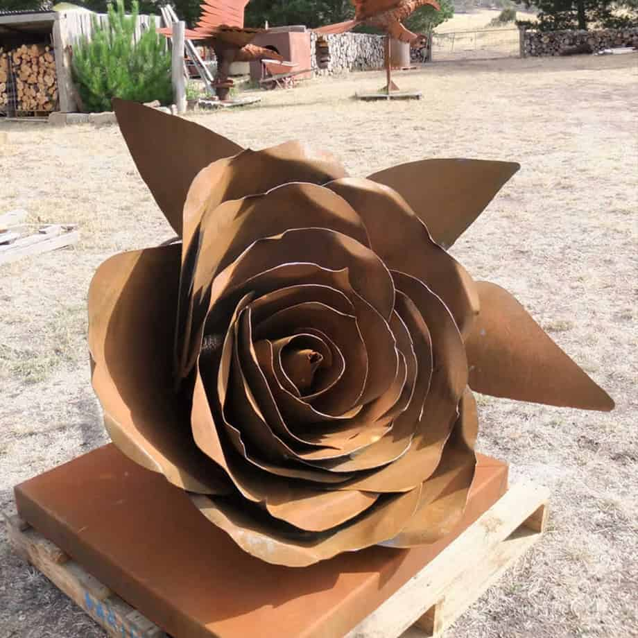 Roses-150cm-Fabricated-Steel-[Outdoor,Corten]Kooper-Folko-australian-flower--sculpture-outdoor-garden-art-leaves-nature