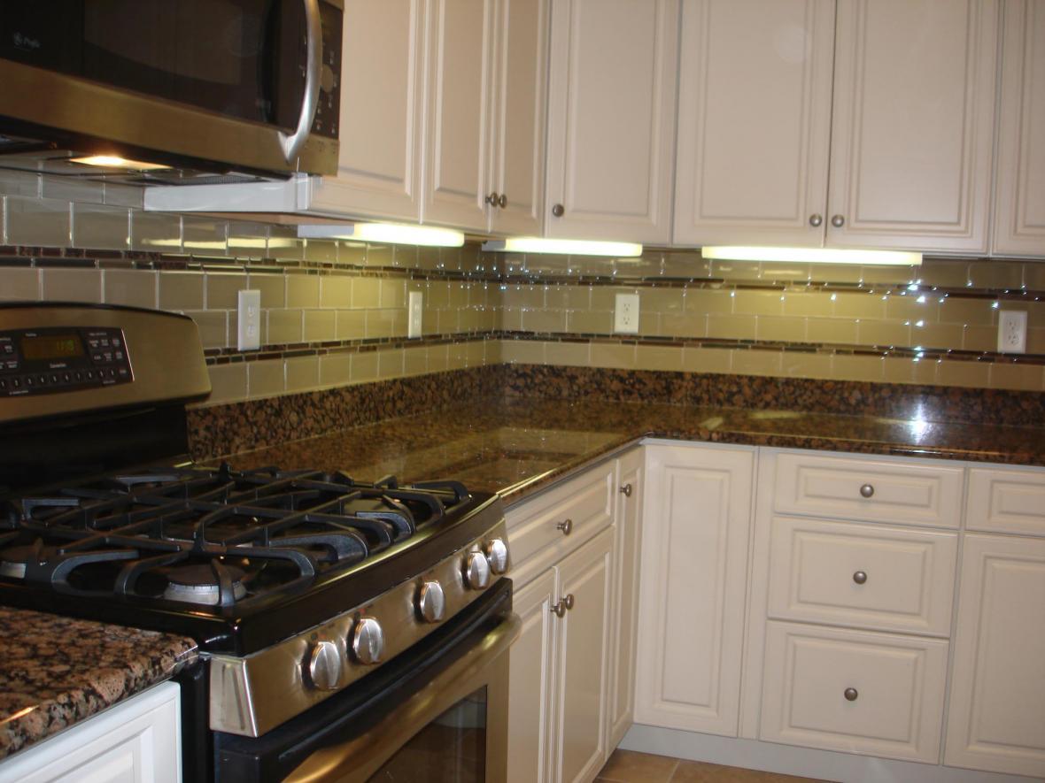 Ausrine Beauty: Baltic Brown Granite Countertop on Backsplash For Dark Granite  id=24473