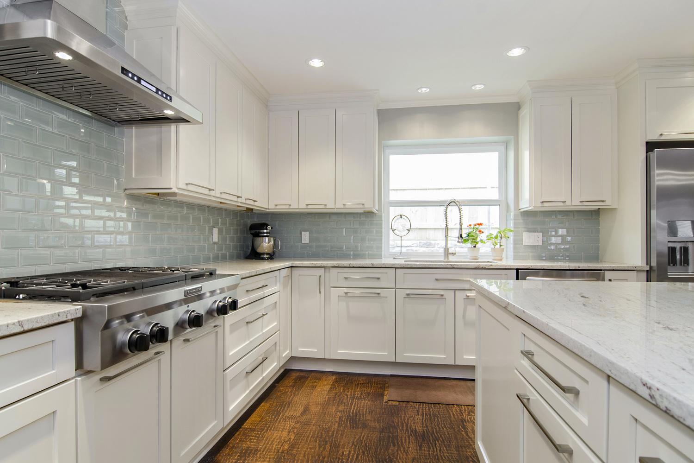 River White Granite White Cabinets Backsplash Ideas on Granite Countertops And Backsplash Ideas  id=78877