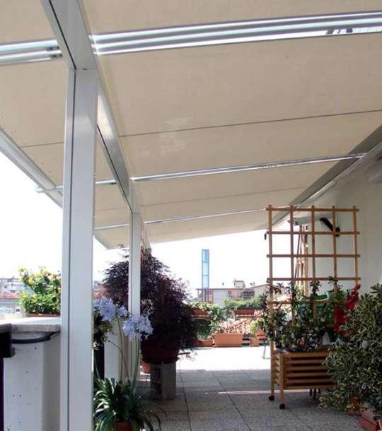 Zip, in particolare, è l'ideale per tende verticali e orizzontali, applicazioni all'interno e all'esterno, di qualsiasi dimensione. Tende Esterne Orizzontali
