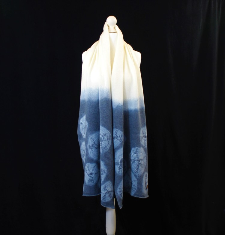 Solasonach Rockpools hand dyed lambswool wrap in blue and white