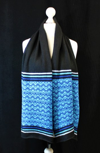 Solasonach Marrakech Lambswool scarf in black and blue