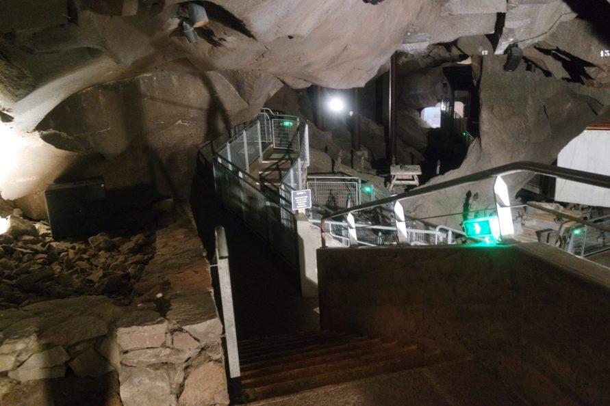 Volcan de Lemptegy Grotte de la pierre de Volvic