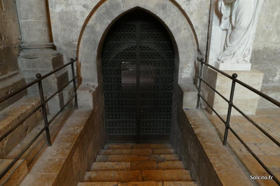 Entrée Catacombes de la cathédrale de Chartres