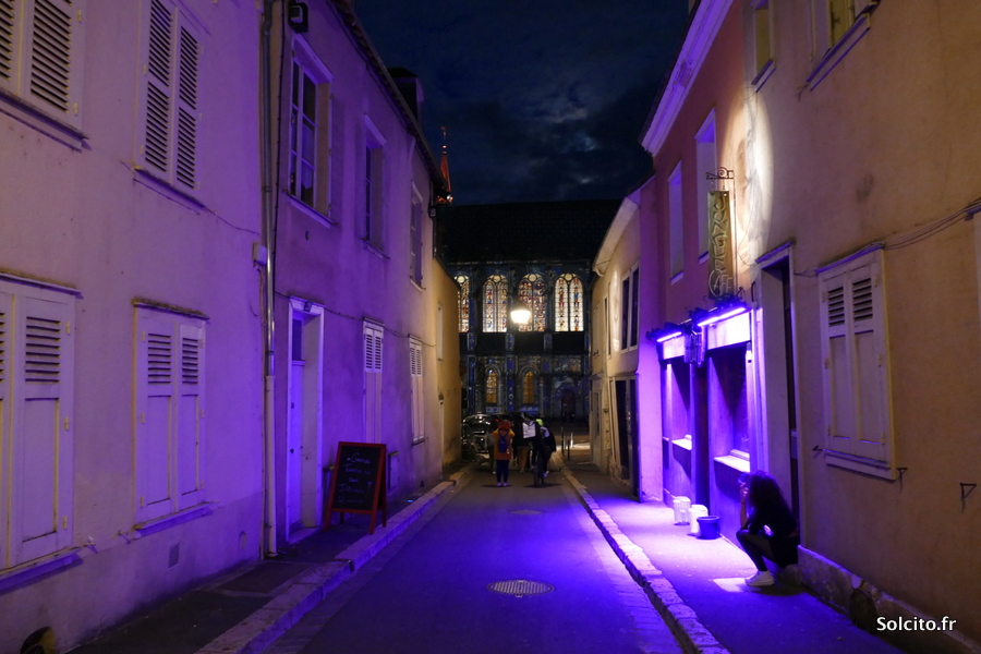 Rue de Chartres by night