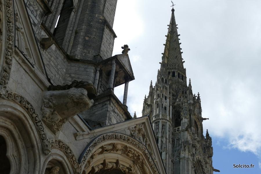 Hauteur de la cathédrale de Chartres