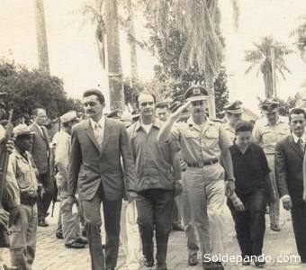 Banzer desfilando en Cobija a comienzos de su dictadura. Sabía lo que estaba sucediendo con la nación Pacahuara en el norte de Pando.