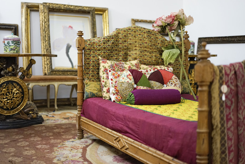 Indian XIX century bed, ST bed cover and silk fabric cushions