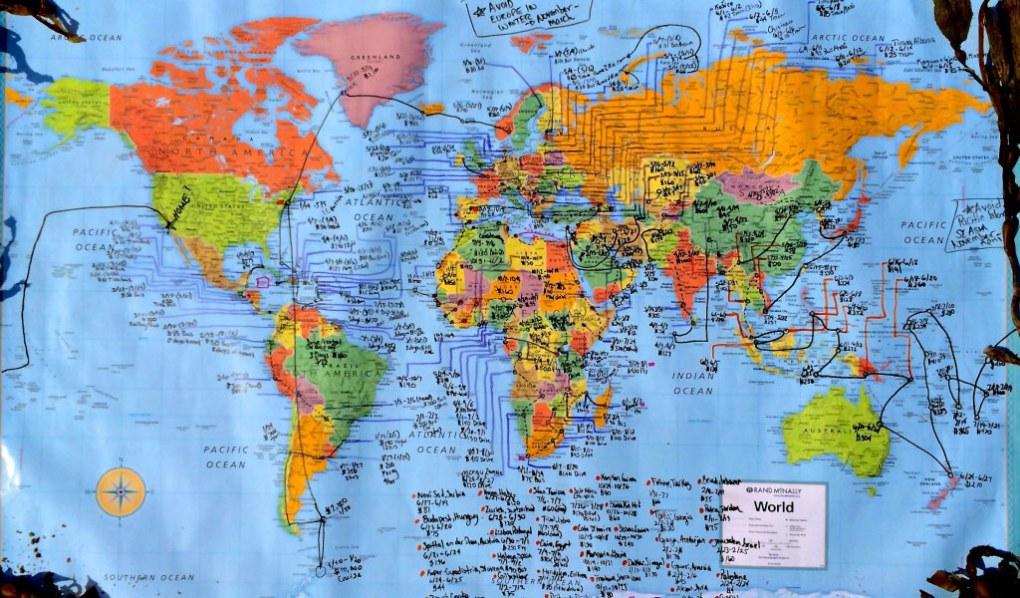 Gira il mondo portando la pace nei Paesi