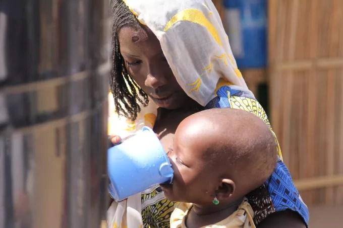 2016_novembre_nigeria_maiduguri_eau_enfant_femme_vie-680x450