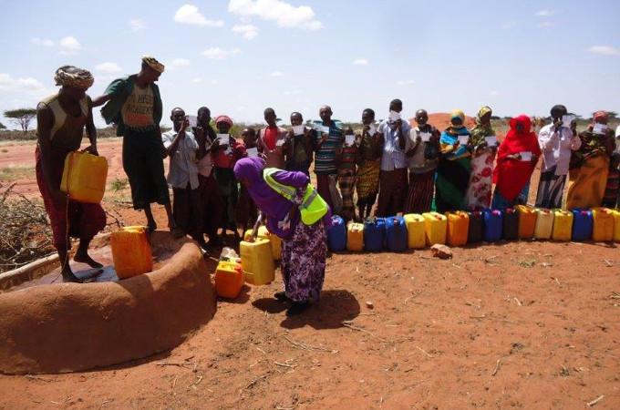 2015 Somalie Programme-ERF1356 queue puit distribution eau 1 680X450