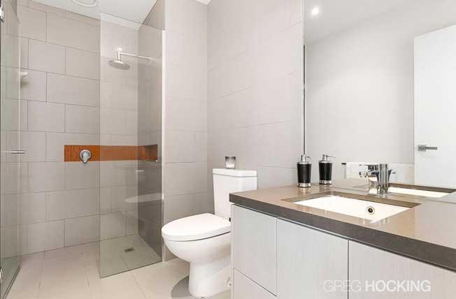 511/1101 Toorak Road Camberwell bathroom