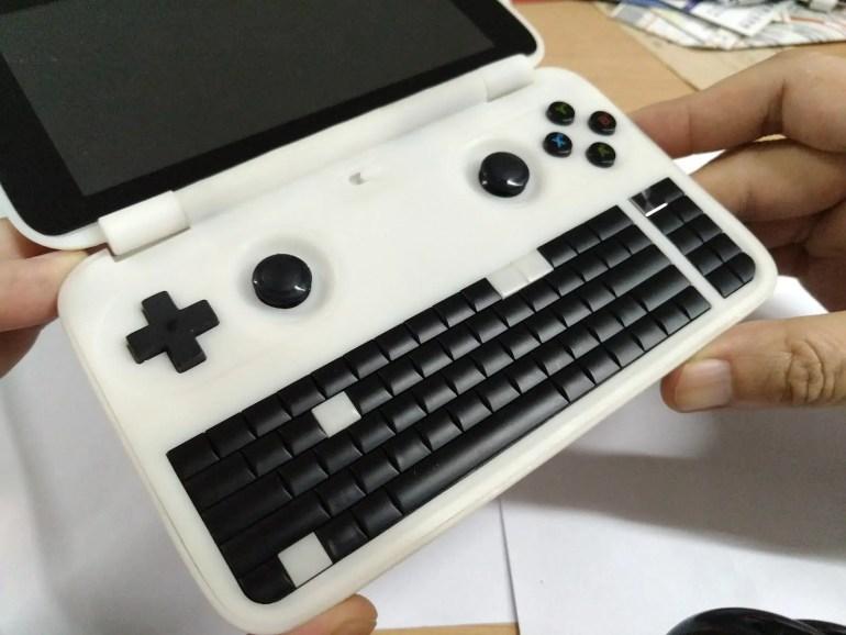 gdp-win-handheld-game-cad-pc-prototype-01