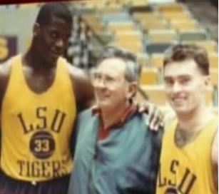 fuente; solobasket.com Antonio Díaz Miguel en LSU con Shaq y Mike Hansen en uno de sus habituales viajes a USA