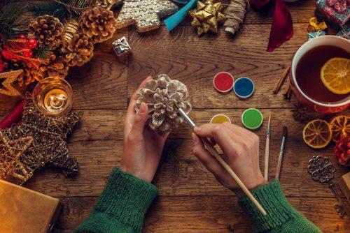 Ecco quindi una galleria di immagini con 12 idee da copiare per creare le vostre … Come Costruire Un Portacandele Con Le Pigne Per Natale 2018