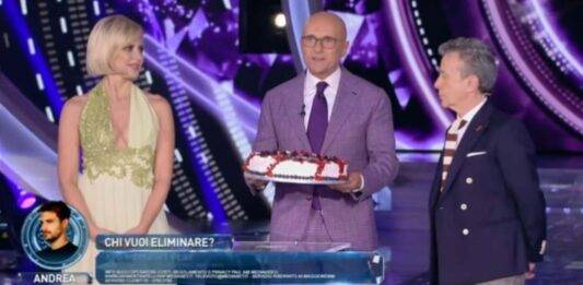 GF Vip, Alfonso Signorini dopo lo scherzo del topo si 'vendica' in diretta: l'esilarante gesto ha spiazzato tutti