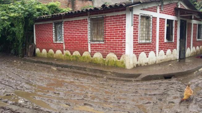 Inundación en colonia de Santa Ana alcanzó un metro de altura