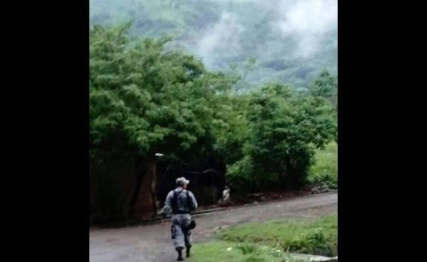 Policías capturan a familia de pandilleros en un escondite en Ataco