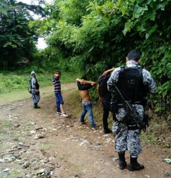 FES captura a tres pandilleros que simulaban un culto religioso en Nejapa