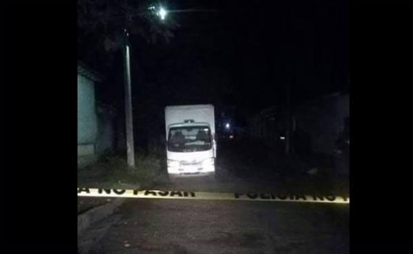 Pandilleros matan a dos trabajadores al interior de un camión repartidor en Santa Ana