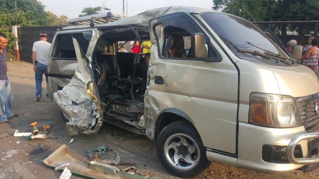 Un fallecido y 18 lesionados tras accidente de tránsito en Nejapa