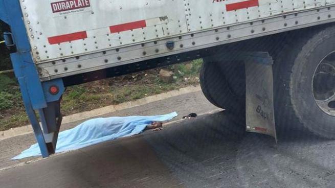 Mujer muere tras ser atropellada por una rastra en San Vicente