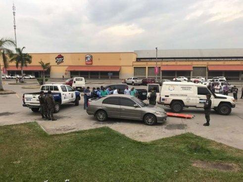 Una pareja muere asfixiada en vehículo luego de tener relaciones sexuales