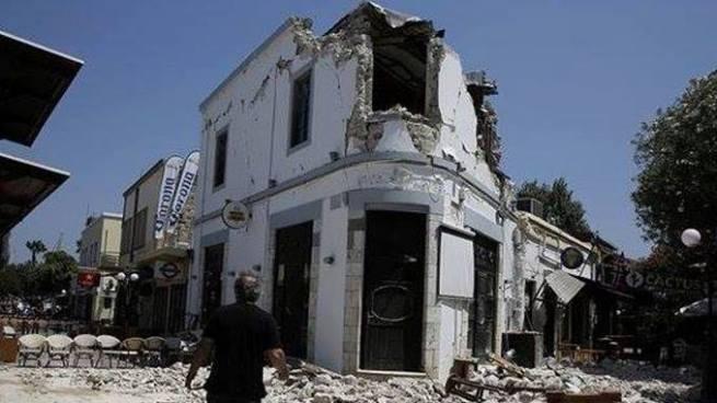 Mueren dos turistas durante terremoto que sacudió a Grecia y Turquía