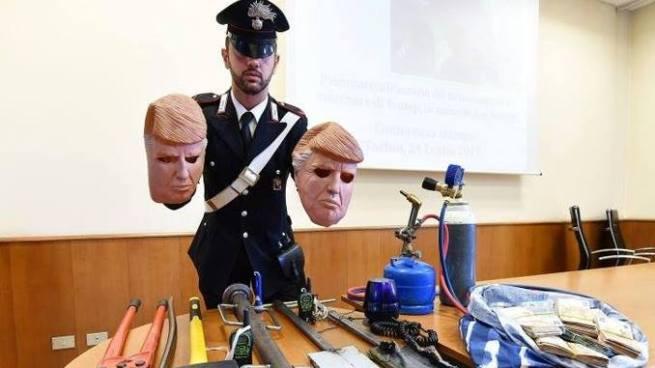 Capturan a dos hermanos que robaban cajeros usando máscaras de Donald Trump