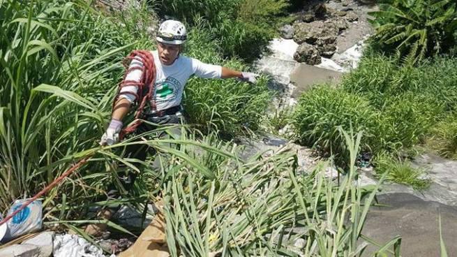 Hombre muere al lanzarse de un puente en Mejicanos