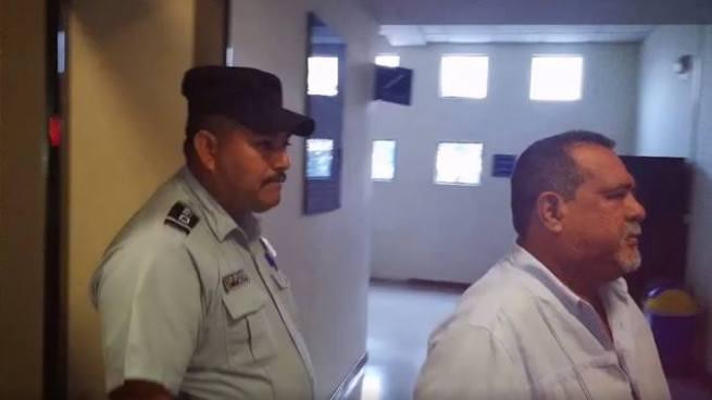 Raúl Mijango se retira de audiencia del caso tregua porque asegura sentirse mal de salud