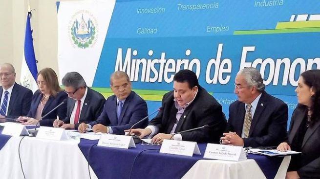 El Salvador se incorporará a la Unión Aduanera a partir de diciembre