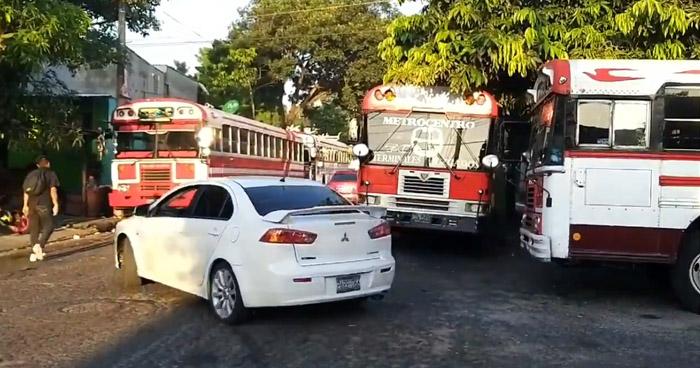 Motoristas de buses Ruta 7C continúan en paro de labores