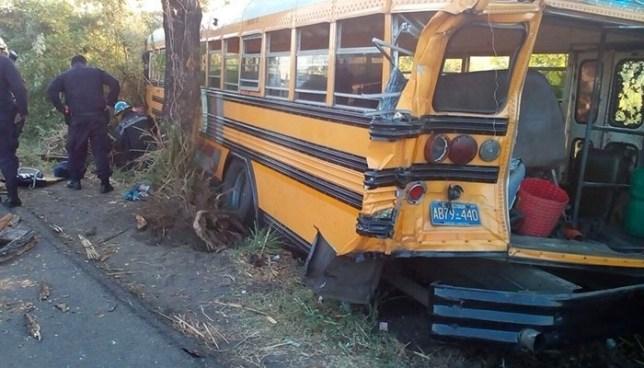 Accidente de autobús en carretera de Acajutla deja al menos dos fallecidos