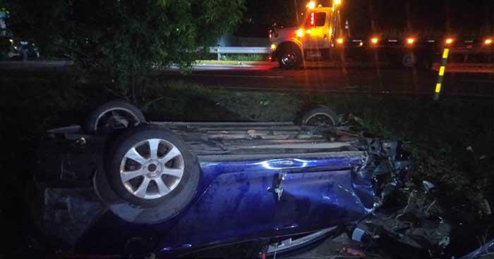 Cinco lesionados deja aparatoso accidente de tránsito en la autopista a Comalapa