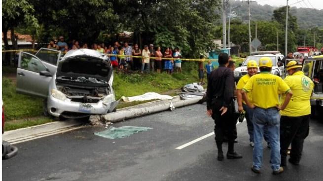 Mujer muere tras perder el control de su auto en Nuevo Cuscatlán