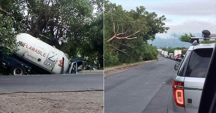 Pipa accidentada provoca caos vehicular sobre la carretera Panamericana en Usulután