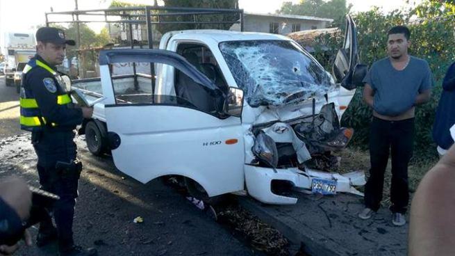 Muere conductor de un pick up tras impactar contra una vivienda en carretera hacia Sonsonate