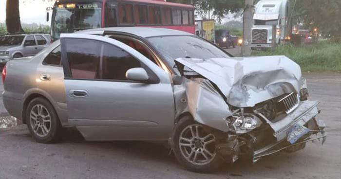 Cuatro lesionados y daños materiales deja accidente de tránsito en Ciudad Arce