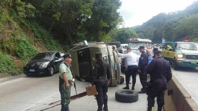 Accidente de tránsito en autopista Los Chorros provoca caos vehicular