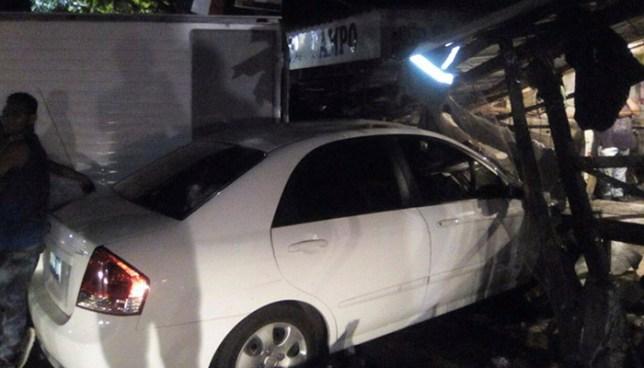 Automovilista se estrella contra una pupusería en Ilopango y deja tres lesionados