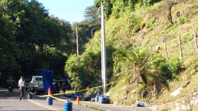 Camión repartidor de gas se accidenta y deja una persona fallecida en San Vicente