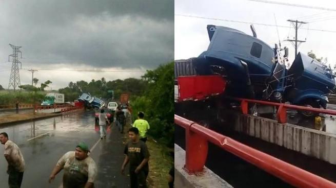 Conductor de una rastra se accidenta y se salva de caer a un río en Sonsonate