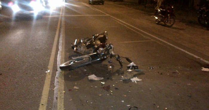 Agente de la PNC resulta herido tras accidentarse con un autobús en Ahuachapán