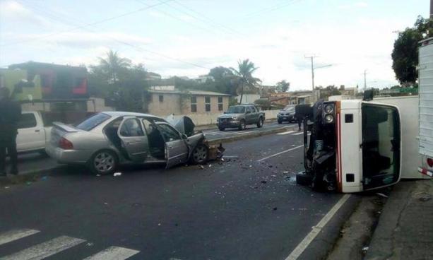 Dos personas lesionadas deja aparatoso accidente de tránsito en el bulevar Venezuela