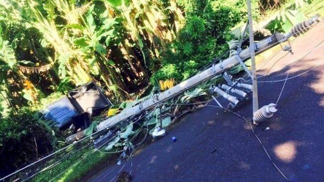 Conductor ebrio derriba poste del tendido eléctrico en San Miguel