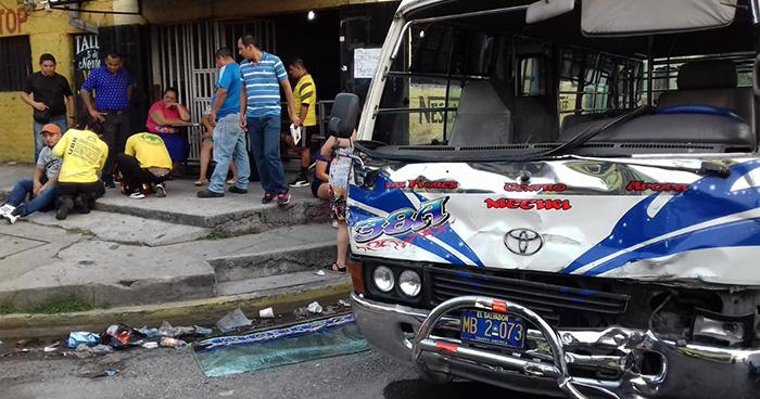Choque entre bus y coaster deja más de 5 personas lesionadas en San Salvador