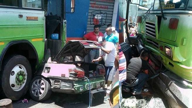 Aparatoso accidente deja 1 persona fallecida y dos gravemente lesionadas en San Miguel
